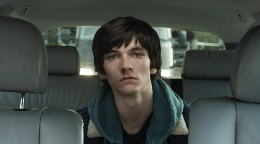 """Fionn Whitehead in una scena di """"Him"""". Credits: ITV/Serially."""
