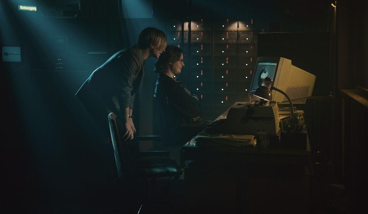 Il codice da un miliardo di dollari: Leonard Schleicher e Marius Ahrendt interpretano i due programmatori tedeschi. Credits: Netflix