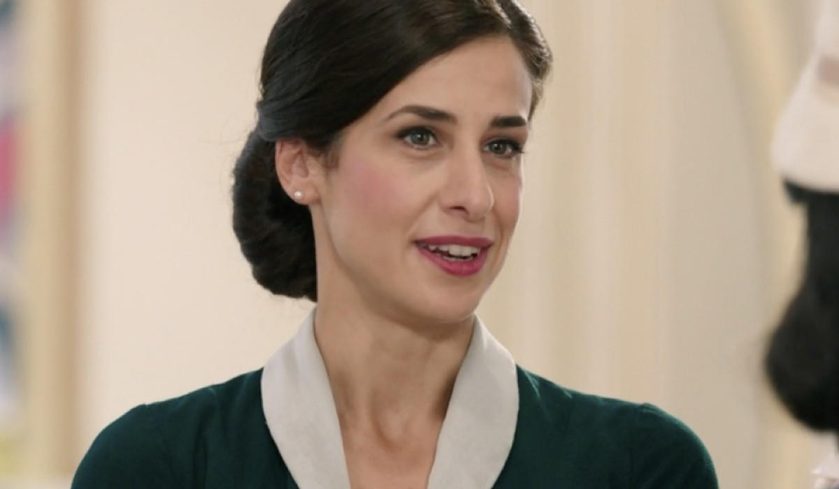 Lara Komar (Gloria Moreau) in una scena della puntata 15 de