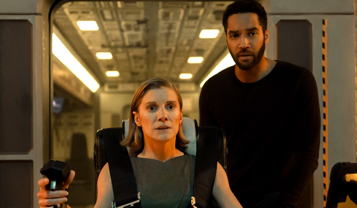 Katee Sackhoff (Niko) e Samuel Anderson (William) In Another Life 2 Stagione Credits: Eike Schroter/Netflix