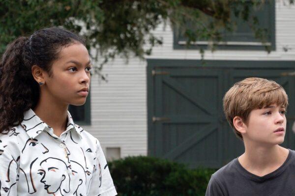 Kyliegh Curran (Harper) e Preston Oliver (Griffin) ne I Segreti Di Sulphur Springs. Credits: Disney Plus