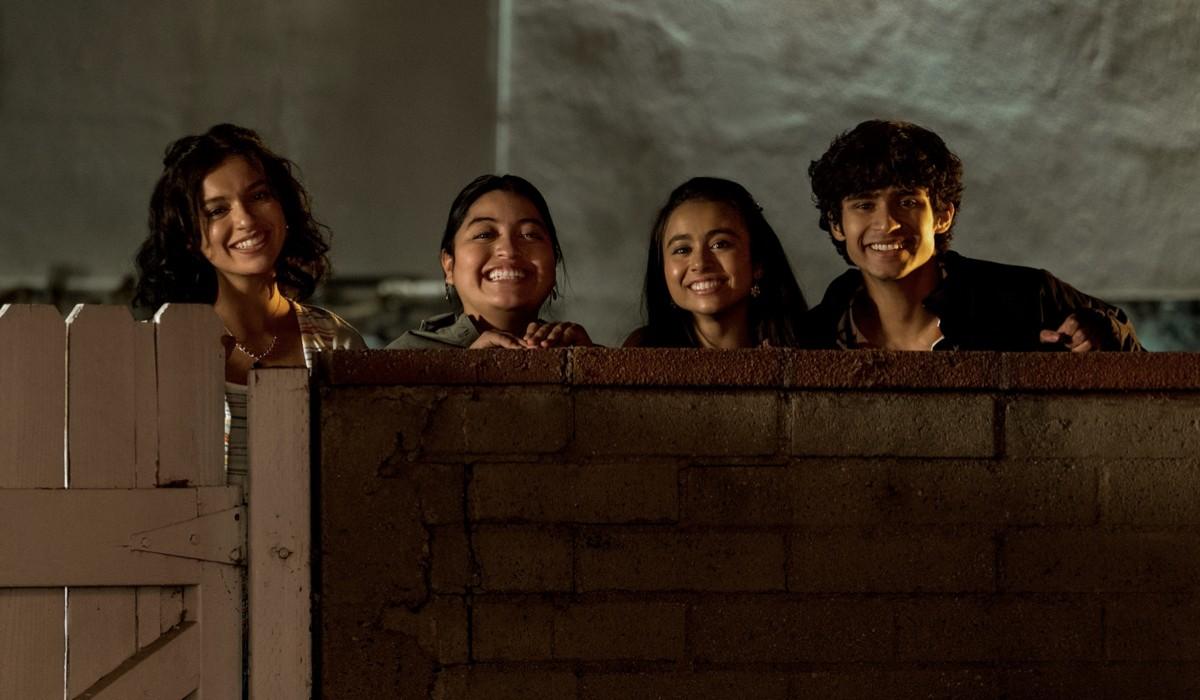 "I protagonisti dello spin-off ""Freeridge"". Da sinistra: Bryana Salaz, Keyla Monterroso Mejia, Ciara Riley Wilson, e Shiv Pai. Credits: Kevin Estrada/Netflix © 2021."