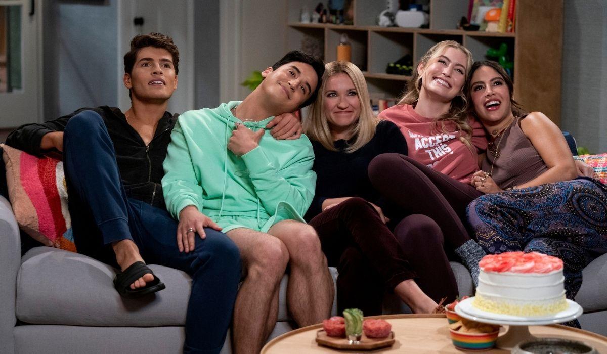 Pretty Smart (da sinistra): Gregg Sulkin (Grant), Michael Hsu Rosen (Jayden), Emily Osment (Chelsea), Olivia Macklin (Claire), Cinthya Carmona (Solana). Credits: Netflix