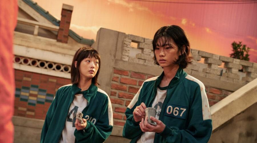 "Da sinistra: Ji-yeong (Lee Yoo-mi) e Kang Sae-byeok (Jung Ho-yeon) in una scena di ""Squid Game"". Credits: Youngkyu Park/Netflix."